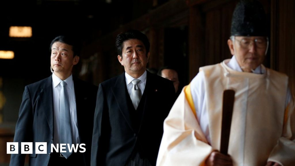 Yasukuni Shrine: Japan's ex-PM Abe visits controversial memorial
