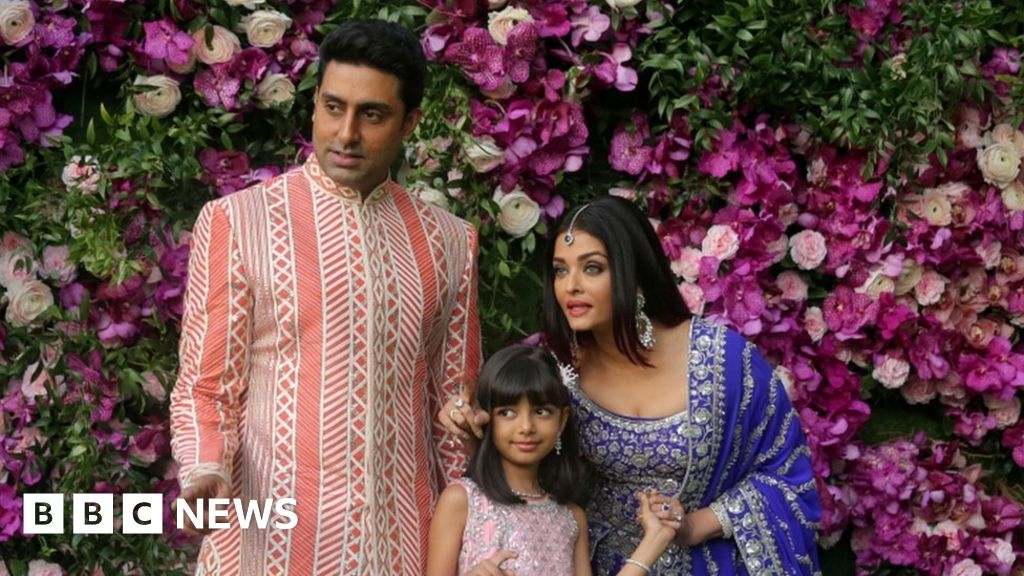 Coronavirus: Three generations of Bollywood Bachchan family infected - bbc