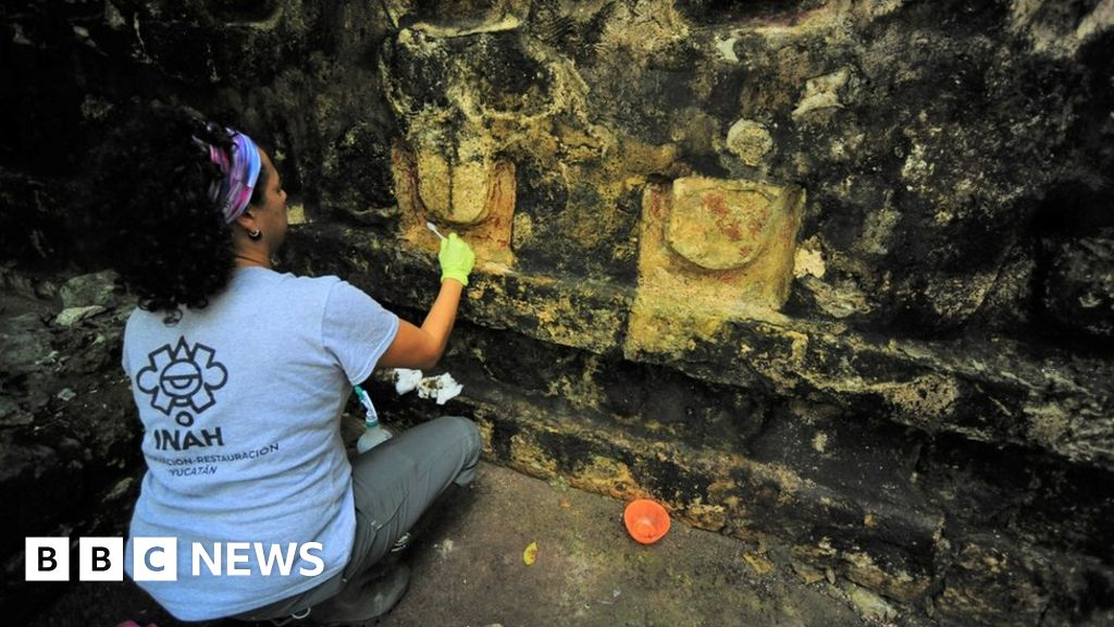 Kulubá: Dig uncovers large Mayan palace in Mexico thumbnail