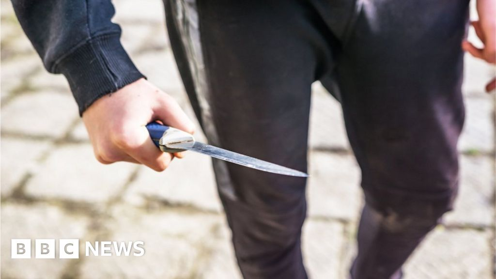 Stop and search: 9,000 under-18s in Wales checked