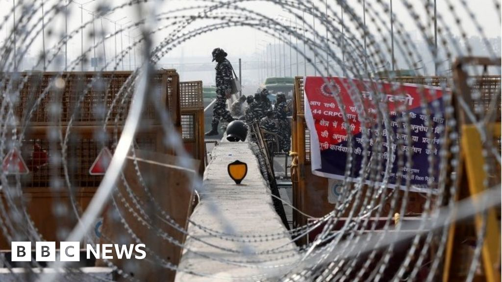 India farmer protests: 'War-like fortification' to protect Delhi