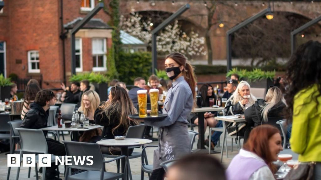 Covid in Scotland: Nicola Sturgeon defends Manchester travel ban