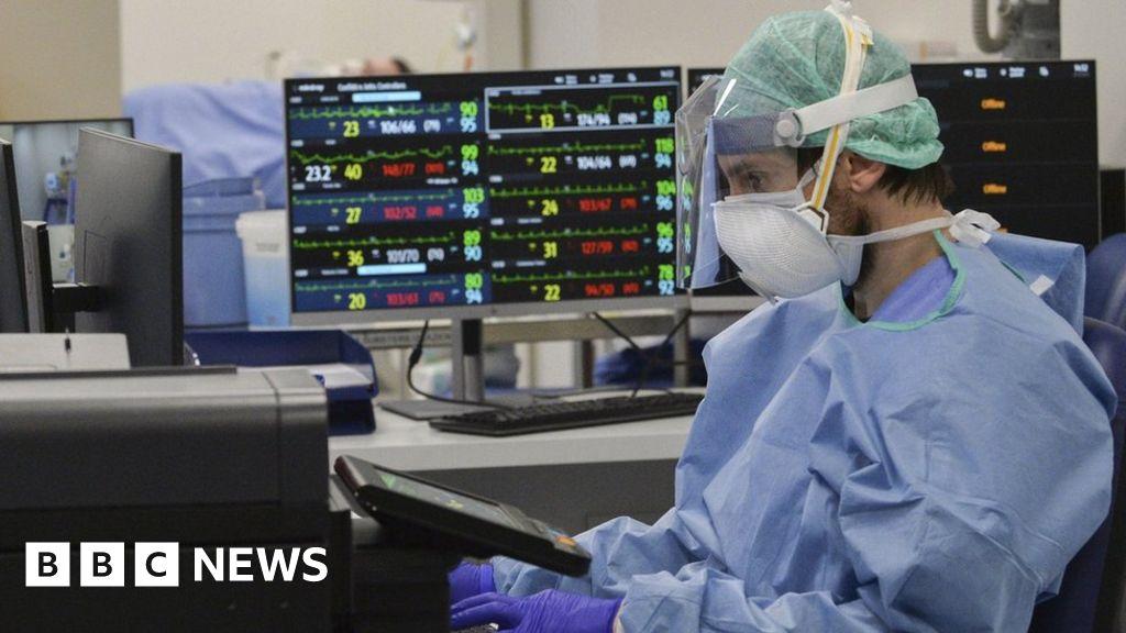 Coronavirus: Italy extends lockdown amid hopes of turning corner