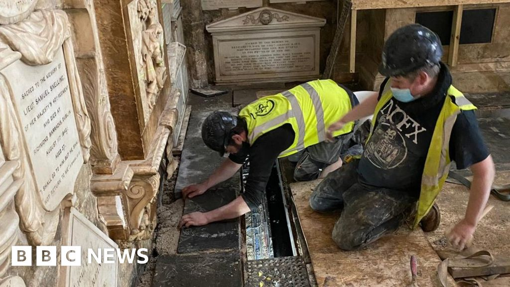 Bath Abbey restoration: Floor saved from collapse thumbnail