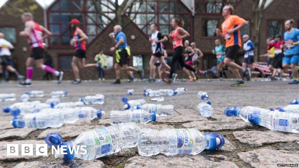 ecb7fc168c London Marathon: How do you reduce the environmental impact? - BBC News