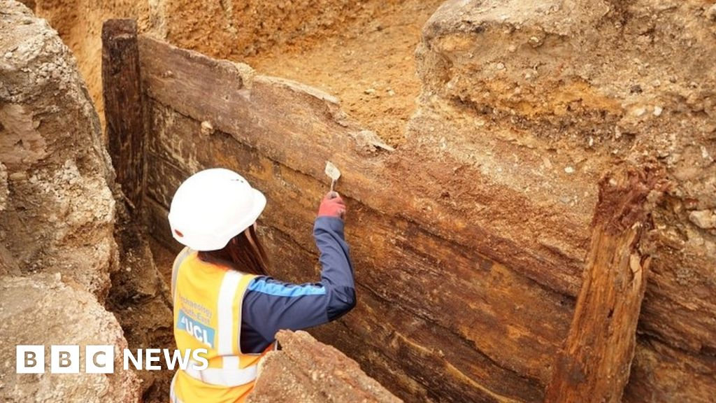 Red Lion: archaeologists  find in London, the earliest theatre