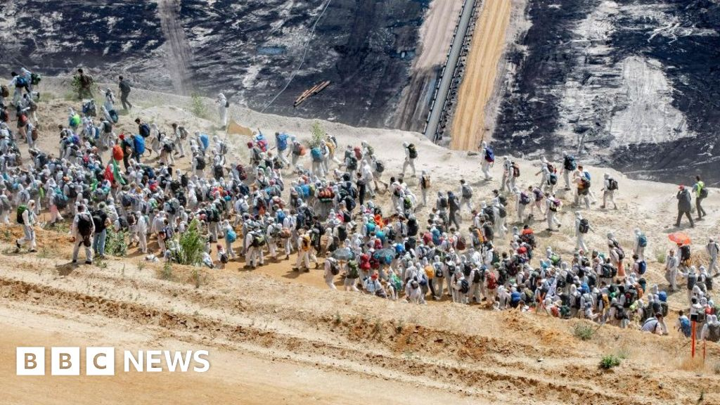 Climate protestors storm coal mine in Germany thumbnail