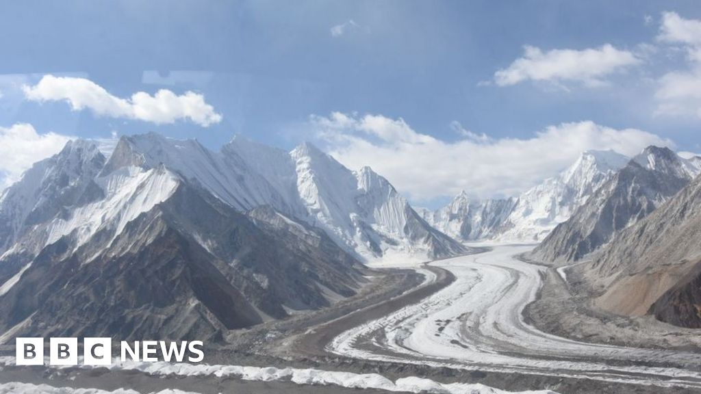 Avalanche kills six on Siachen glacier in Kashmir