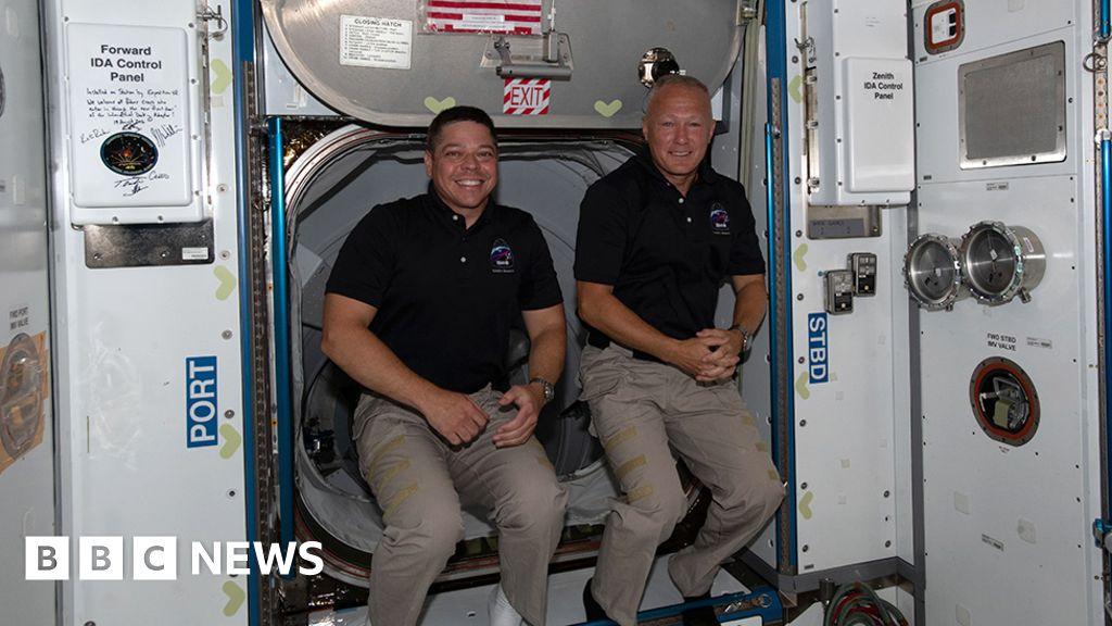 Nasa astronauts set for ocean splashdown