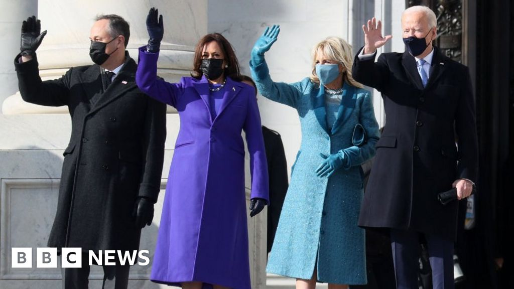 Inauguration fashion: Purple, pearls, and mittens