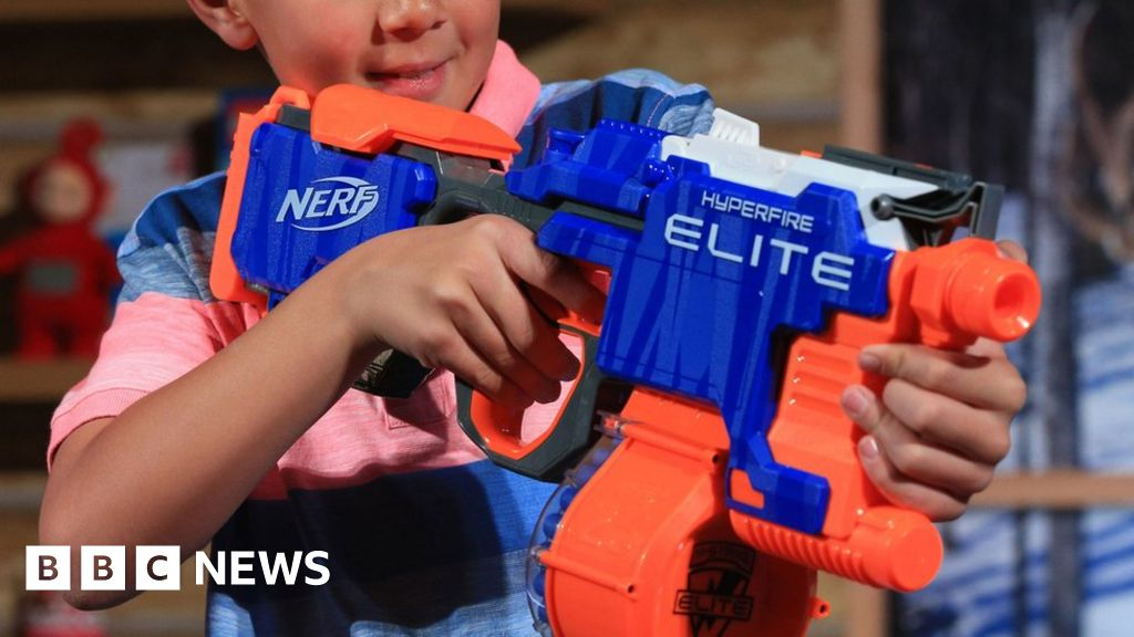 Nerf guns can lead to serious eye injuries, doctors warn - BBC News