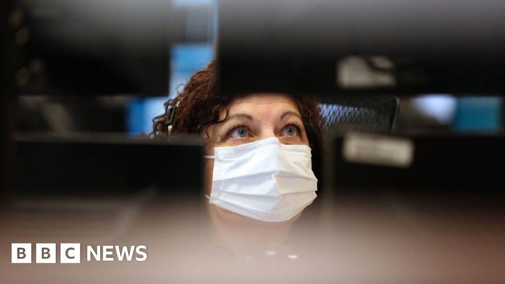 Coronavirus: The US clothing firms now making gowns and gloves thumbnail