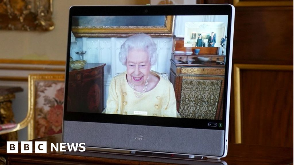 Queen holds first engagements since hospital stay