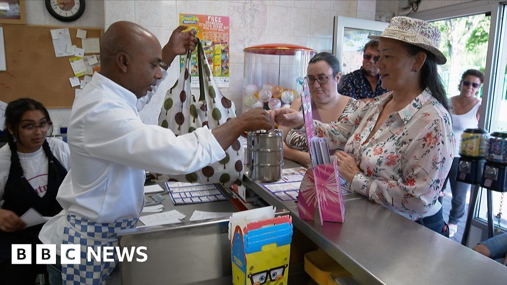 The takeaway owner fighting plastic waste with tiffins