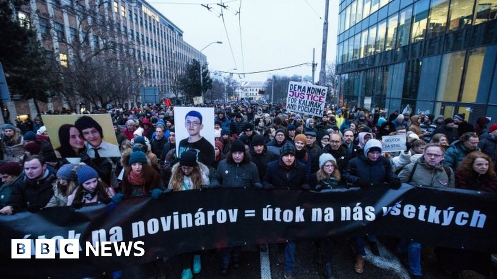 Thousands march for murdered Slovak pair thumbnail