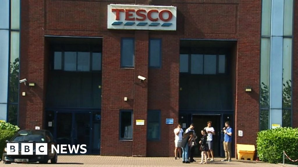 Tesco Cardiff Staff Upset And Angry At 1100 Jobs Threat Bbc News
