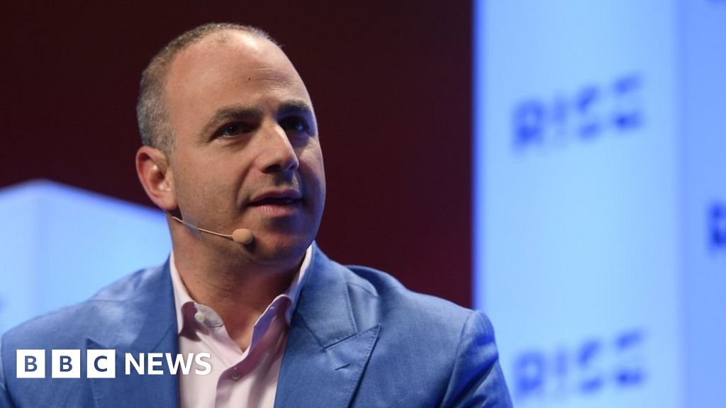 Tinder boss says 'dramatic' changes to dating