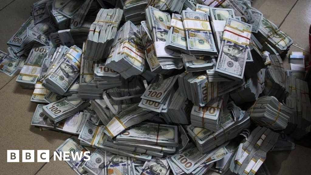 Why piles of cash keep turning up in Nigeria - BBC News