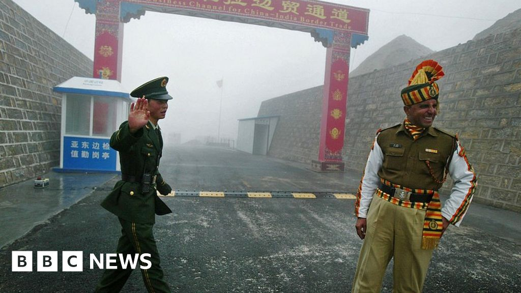 Indian and Chinese border troops 'exchange blows'