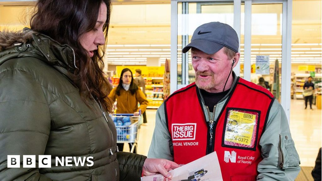 Coronavirus: Big Issue sellers struggle for cash in lockdown