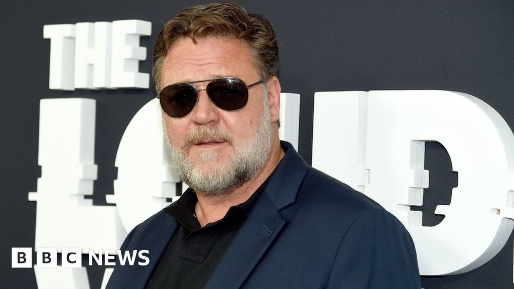Russell Crowe climate message fires sent to Golden Globes
