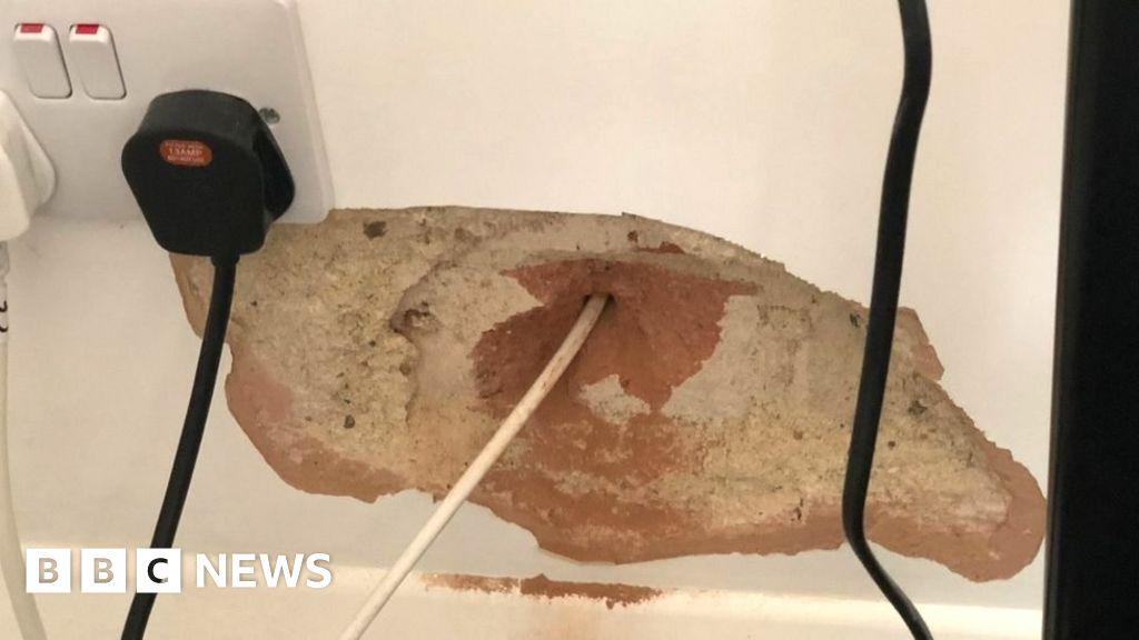 Virgin Media broadband teams 'left holes in walls'