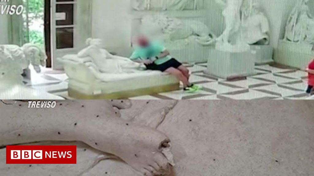 Tourist snaps toes off statue while posing for photo in Italian museum