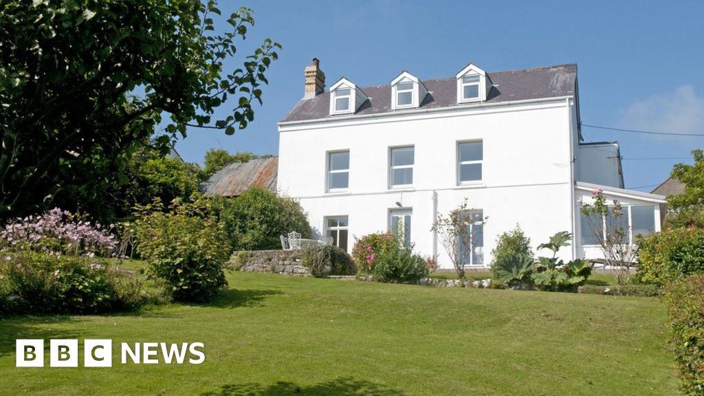 Lordship title up for sale with Manor House in Horton - BBC News