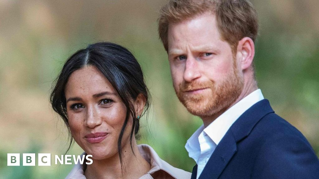 Headlines: Meghan s dad speaks and PM  dares  to the Queen