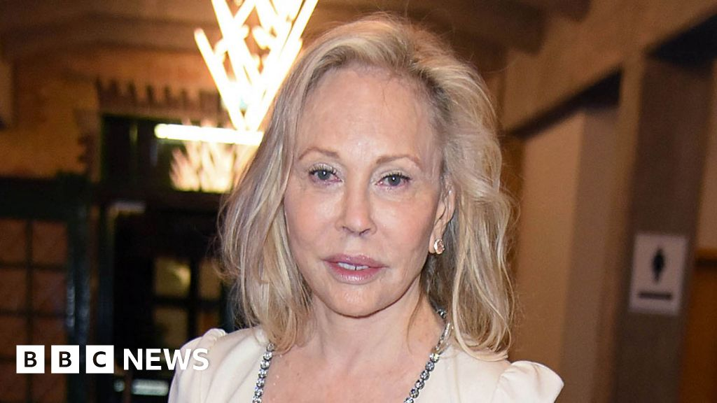 Faye Dunaway axed from one-woman show - BBC News