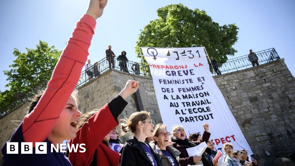 Swiss women stage national strike for equality thumbnail