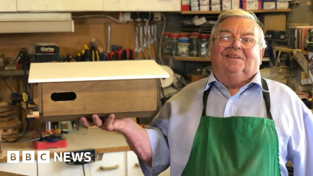 BBC Springwatch: Chris Packham hails maker of 27,000 swift boxes