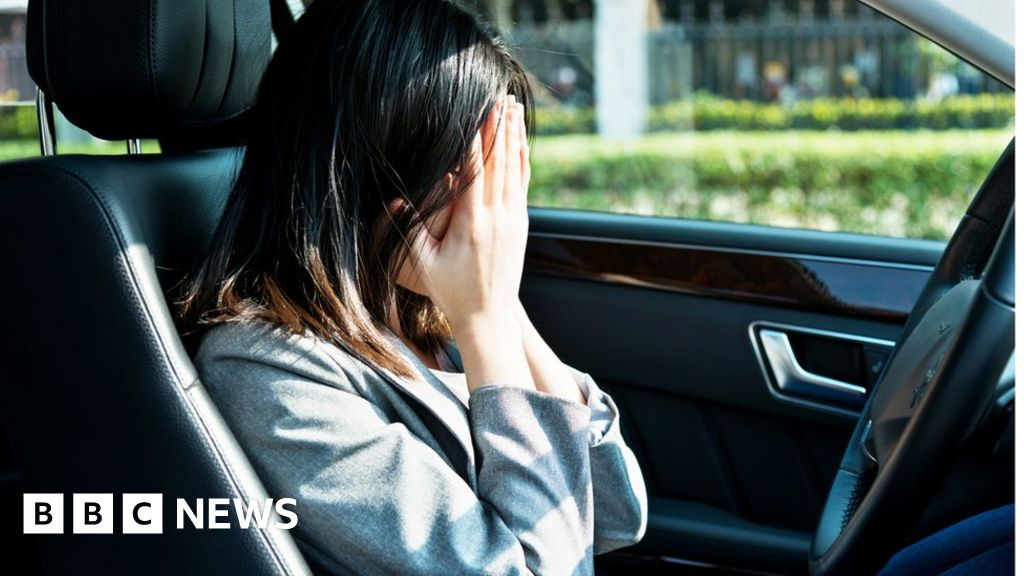 Universal credit: MPs call for action on women driven to 'survival sex' thumbnail