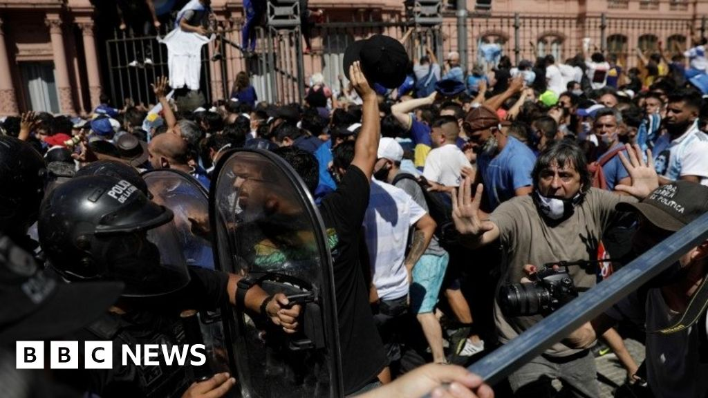 Diego Maradona: Huge crowds bid farewell as Argentina grieves - bbc