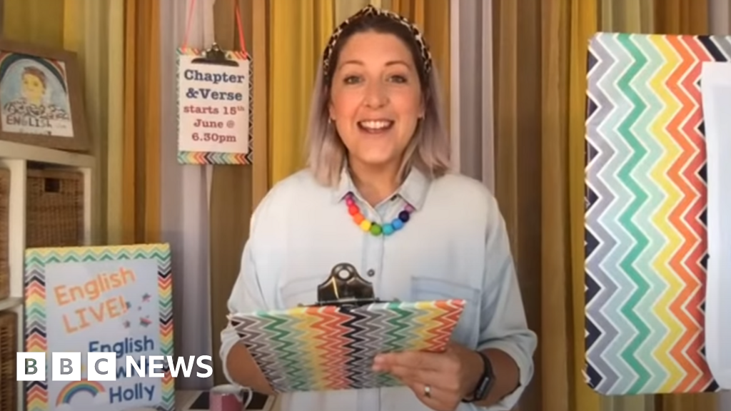 YouTube-English teacher Holly King begins Mand new Chapter