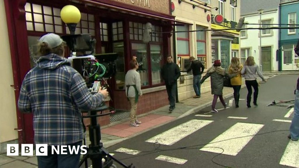 Pobol y Cwm filming set to restart