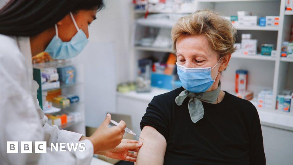 Covid vaccine: Gwynedd pharmacy 'first in Wales to offer jab'