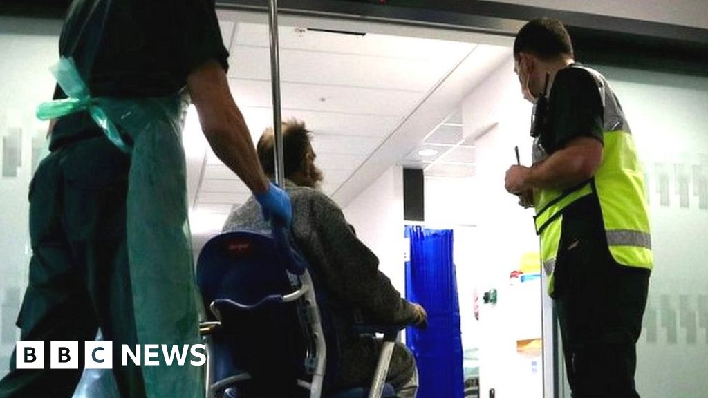 Covid in Wales: hospital patient numbers falling