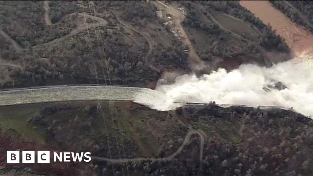 Oroville Dam: Aerials show damaged overspill - BBC News