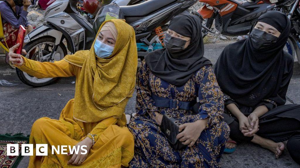 Eid 2021: Muslims celebrate the end of Ramadan