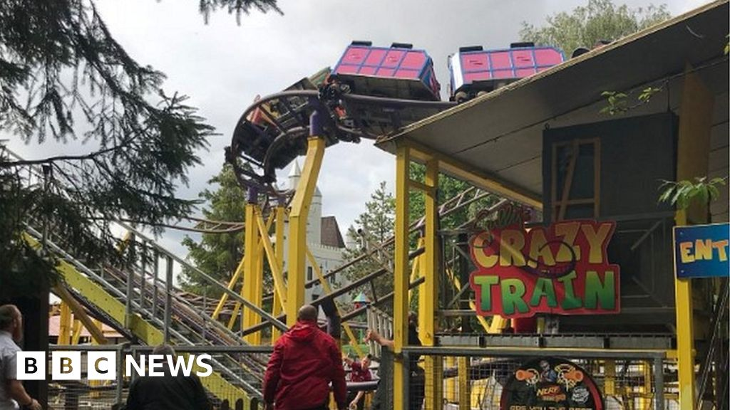 Gulliver's World: 21 trapped on rollercoaster