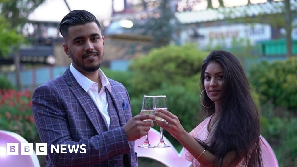 Coronavirus: 'Big fat British Asian weddings' forced to slim down