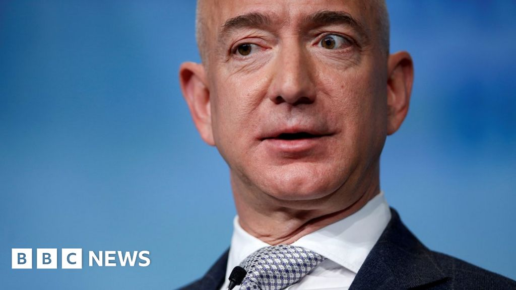 Bezos' $2bn offer to get back in race to the Moon