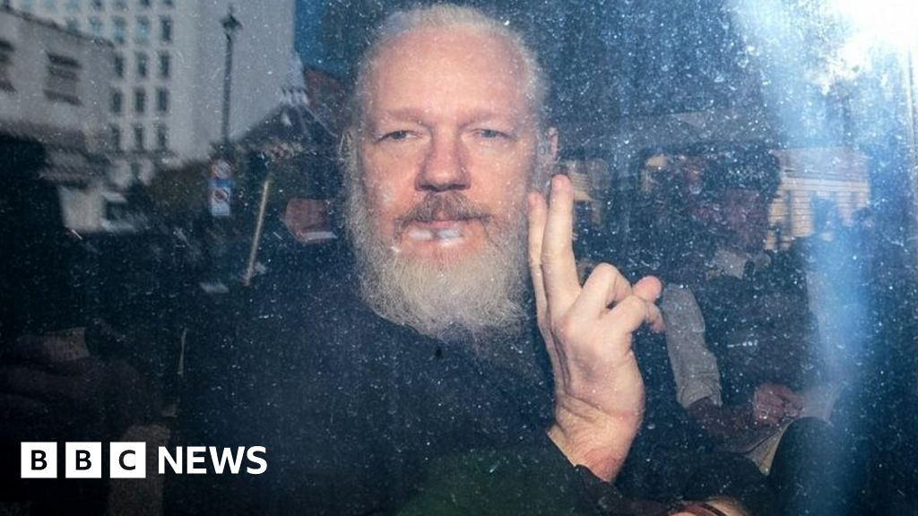 Sweden must get priority on Assange – MPs