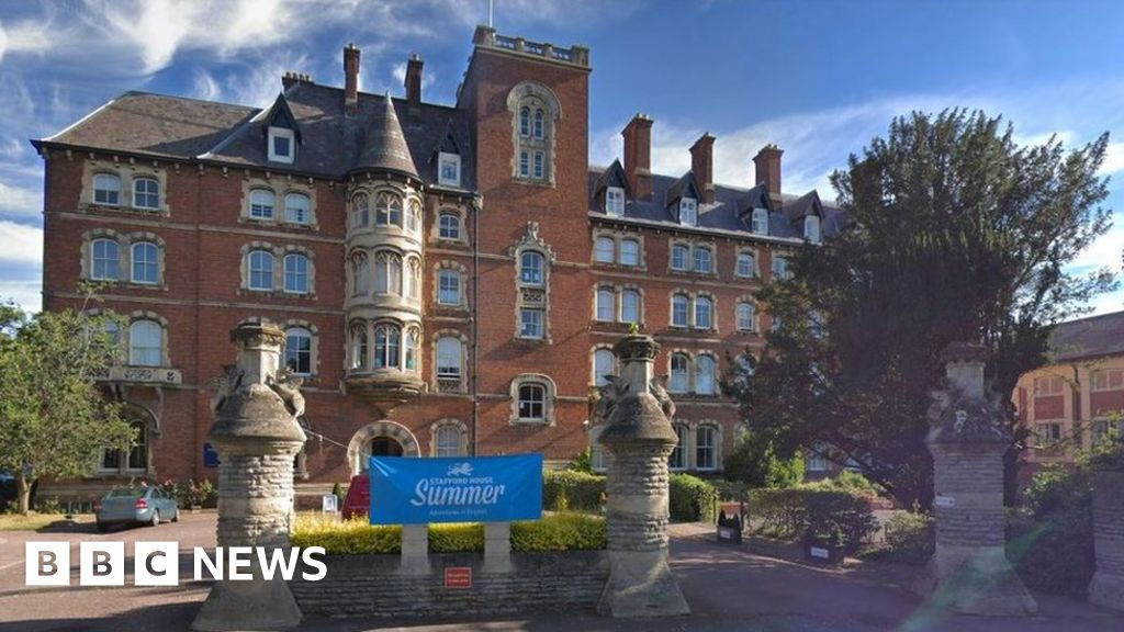 Malvern St James Girls' School taught wrong exam book - BBC News
