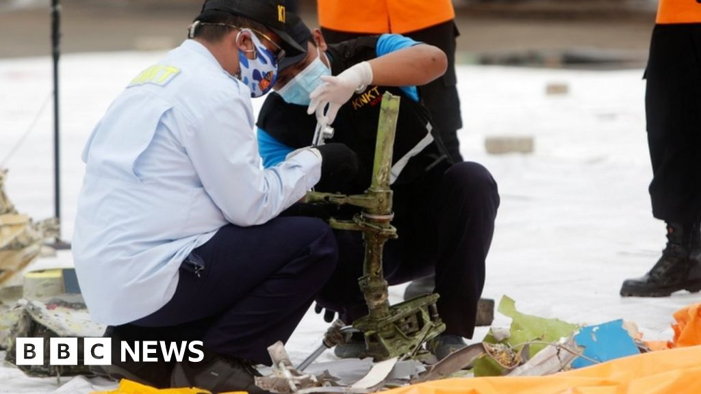 Indonesia Sriwijaya Air Boeing 737 'black boxes' located