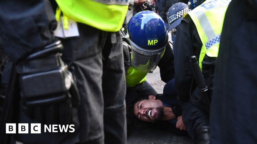 Covid protest: More than 150 arrests in London anti-lockdown protest