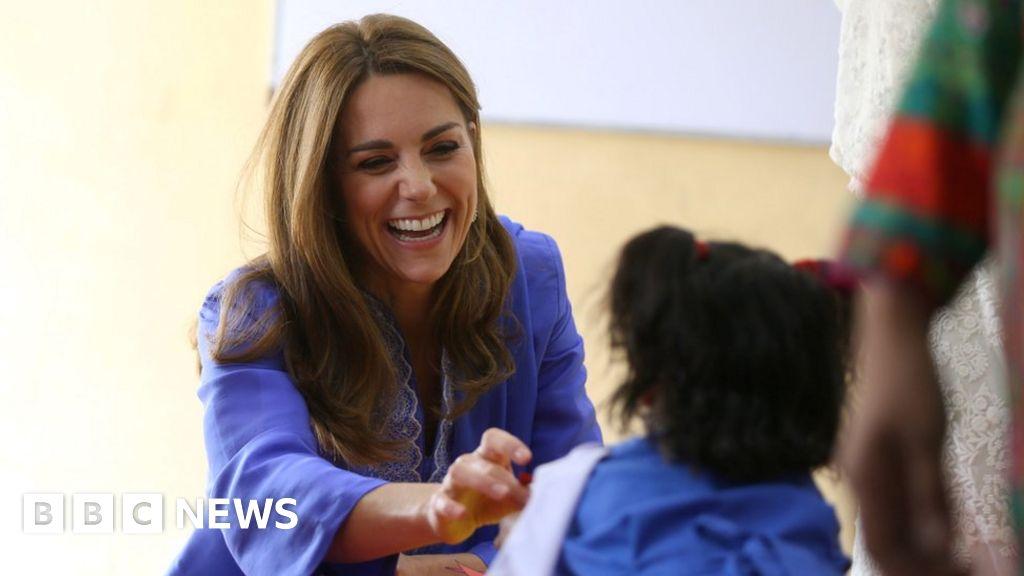 William and Kate meet schoolchildren in Pakistan