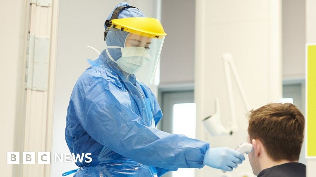 Coronavirus: physicians will be asked to re-use dresses amid shortage fears