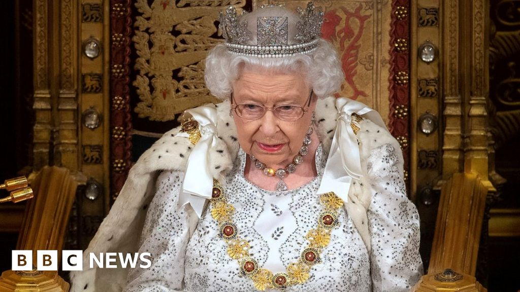 Queen s Speech: Why didn t the Queen wear her crown?